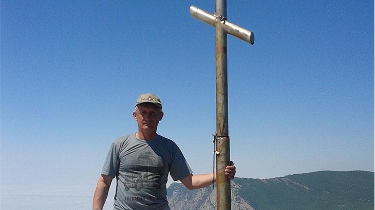 На месте силы у креста